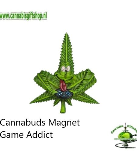 Extra informatie: Made from 100% flexible PVC Lightweight and portable Easy to clean Powerful magnet Design: Collection Cannabuds Characters Magnet Inhoud: Cannabuds Magnet Game Addict